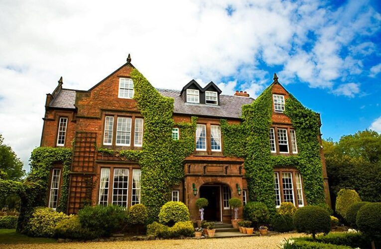 4* Cheshire Hotel & Breakfast for 2 – Cream Tea or Dining Option!